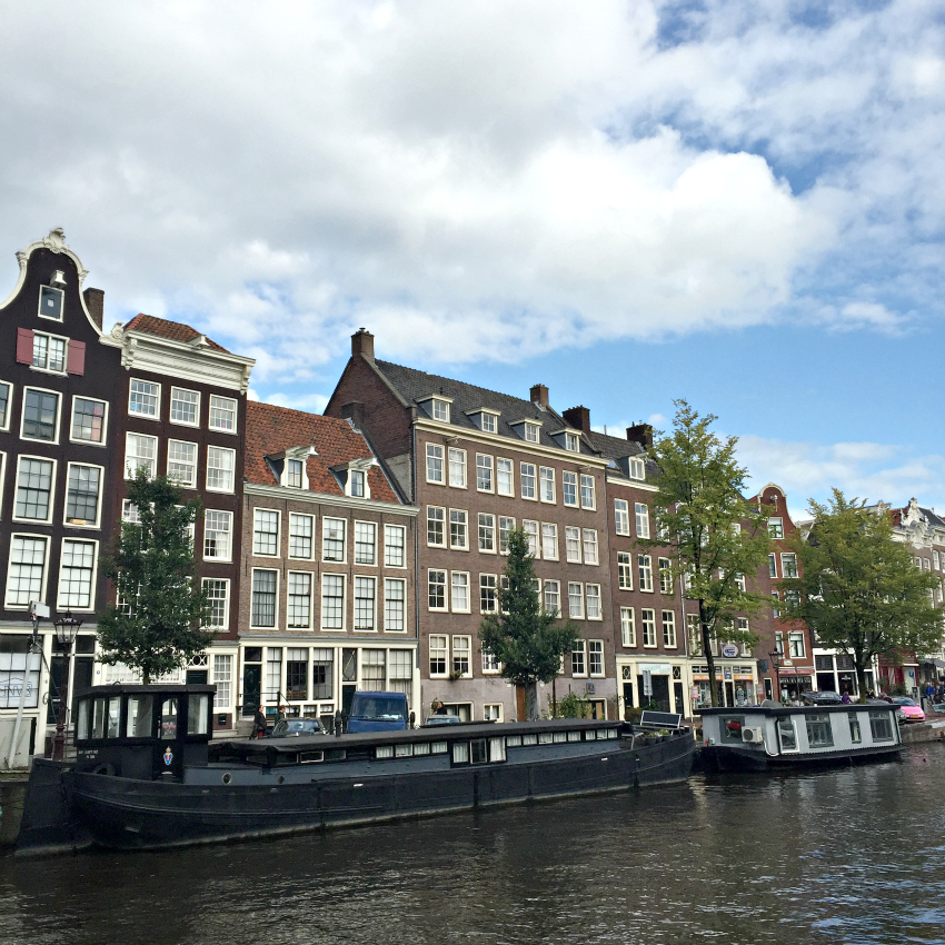 travel blogger amsterdam