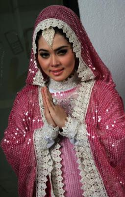 Abaya Syahrini - Model Baju Para Artis Selebritis