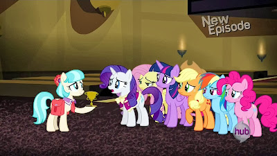 Coco Pommel gives Rarity her trophy