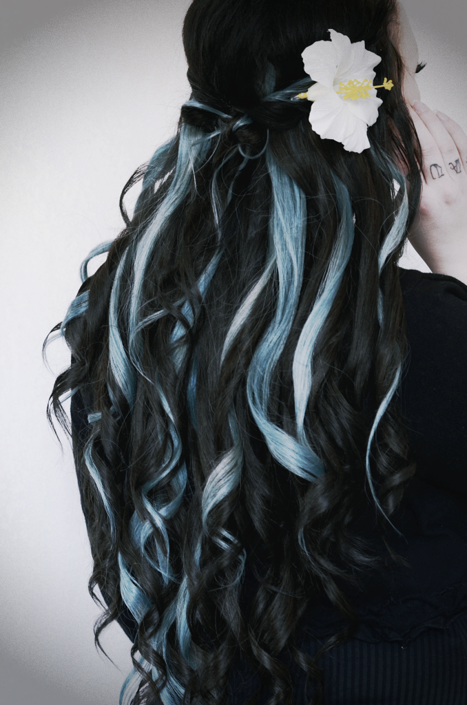pastell blue hair