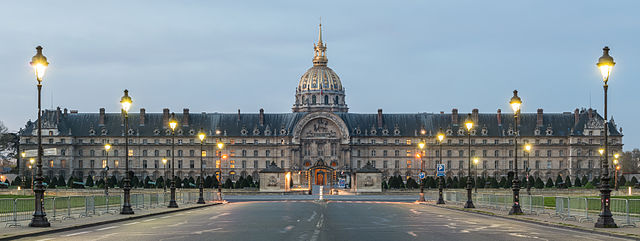 «Hôtel des Invalides, North View, Paris 7e 140402 1» de Daniel Vorndran / DXR. Disponible bajo la licencia CC BY-SA 3.0 vía Wikimedia Commons - http://commons.wikimedia.org/wiki/File:H%C3%B4tel_des_Invalides,_North_View,_Paris_7e_140402_1.jpg#/media/File:H%C3%B4tel_des_Invalides,_North_View,_Paris_7e_140402_1.jpg