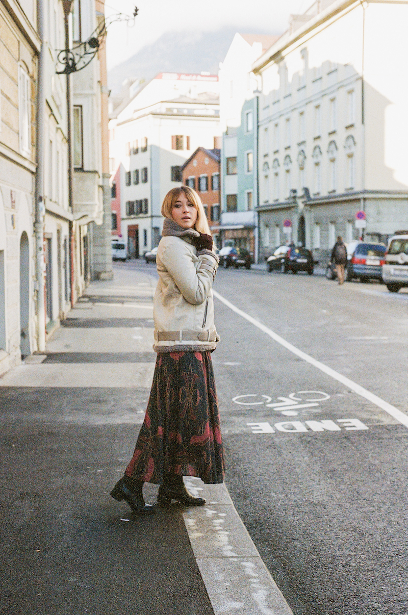 How to wear a summery dress in the winter, perfect travel tips for traveling to two different weather or temperatures. Bryn Newman of Stone Fox Style wears a Free People dress from Le Tote.