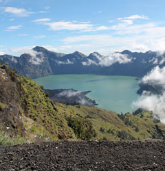 Rinjani Trekking 4 Days 3 Nights Summit via Senaru
