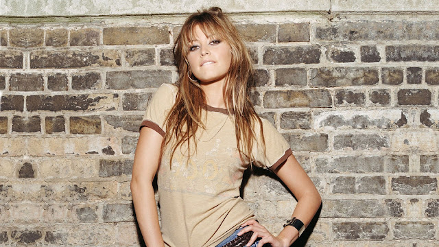 Holly Valance Cool Style HD Wallpaper