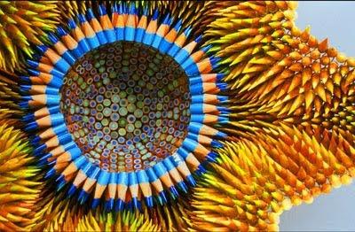 Flor de Jennifer Maestre realizada con lápices de colores