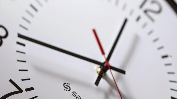 إضافة ساعة للتوقيت الرسمي نهاية هذا الشهر