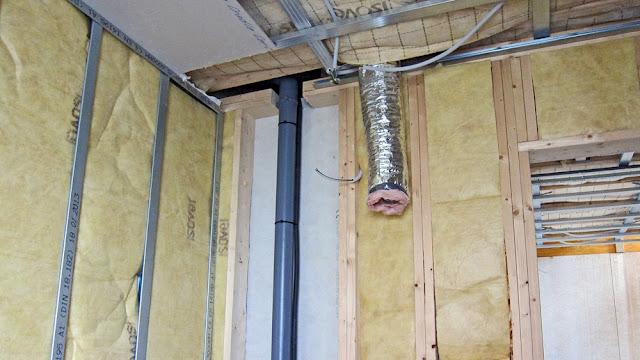 Construire en bois au pays de la pierre bleue installation des gaines de ventilation - Ventilation salle de bain ...