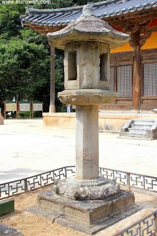 Linterna de piedra del templo Buseoksa
