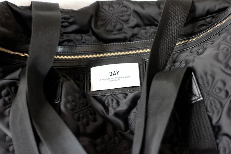day taske sort med blomster