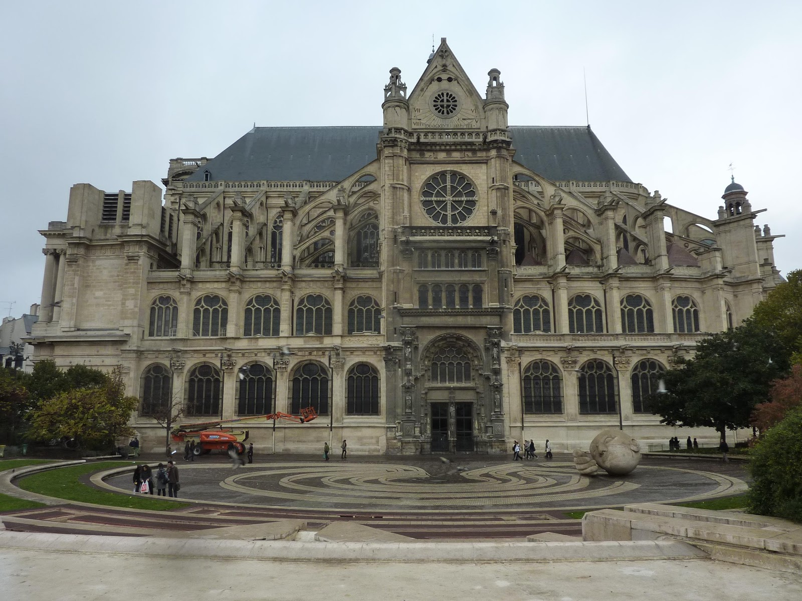 Parisienne curieuse les piliers des halles saint for Architecte st eustache