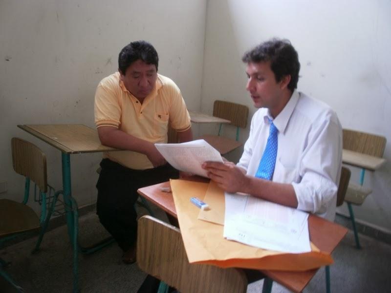 El docente con habilidades diferentes, Rafael Gómez Tapia, rindió su examen con la presencia de un supervisor.