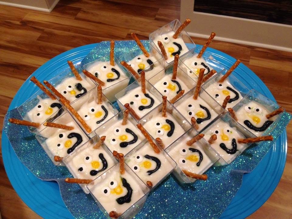 http://sharingwithmysisters.blogspot.com/2014/10/frozen-themed-party-snacks-melted-olaf.html