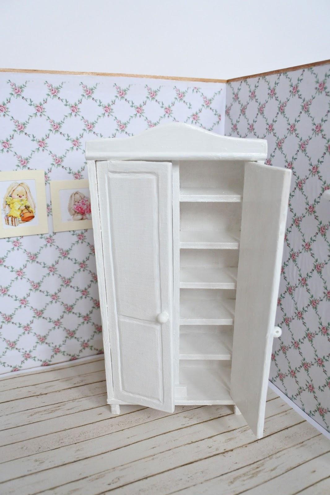 Как сделать шкаф для кукол своими руками