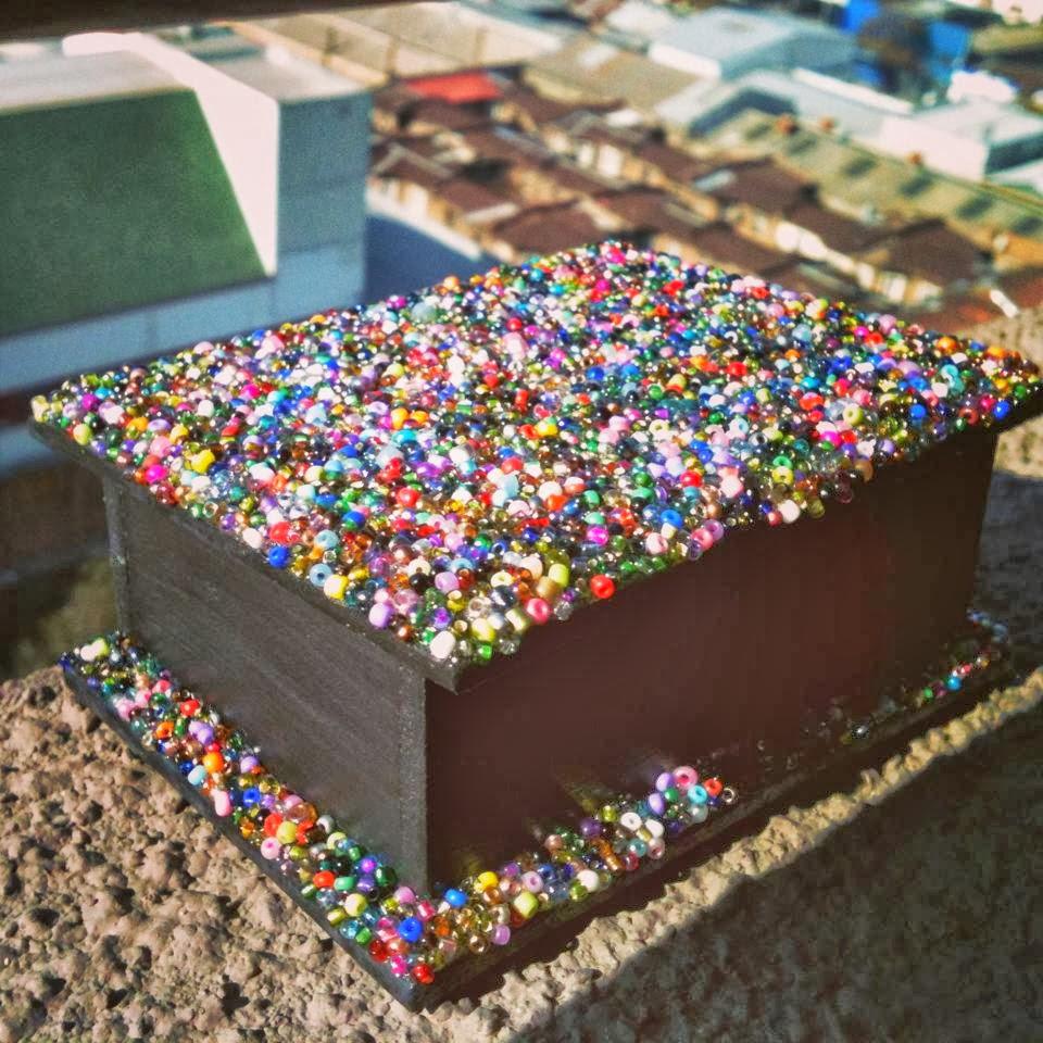 Caja de madera decorada con mostacillas creaciones colorida - Cajas decoradas a mano ...