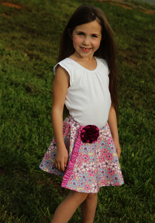 I think a circle skirt makes any girl look simply stunning! And if you are a beginner, this is an excellent project to practice your skills on. This diy full circle skirt is made for a little girl but the same principles apply to a miss or lady skirt too.