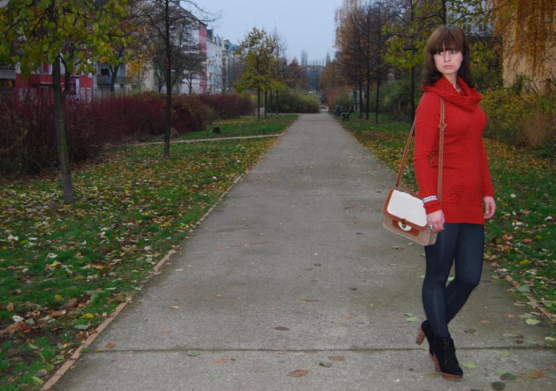 Orsay Outfit: orangener Longpullover vs. kurzes Kleid