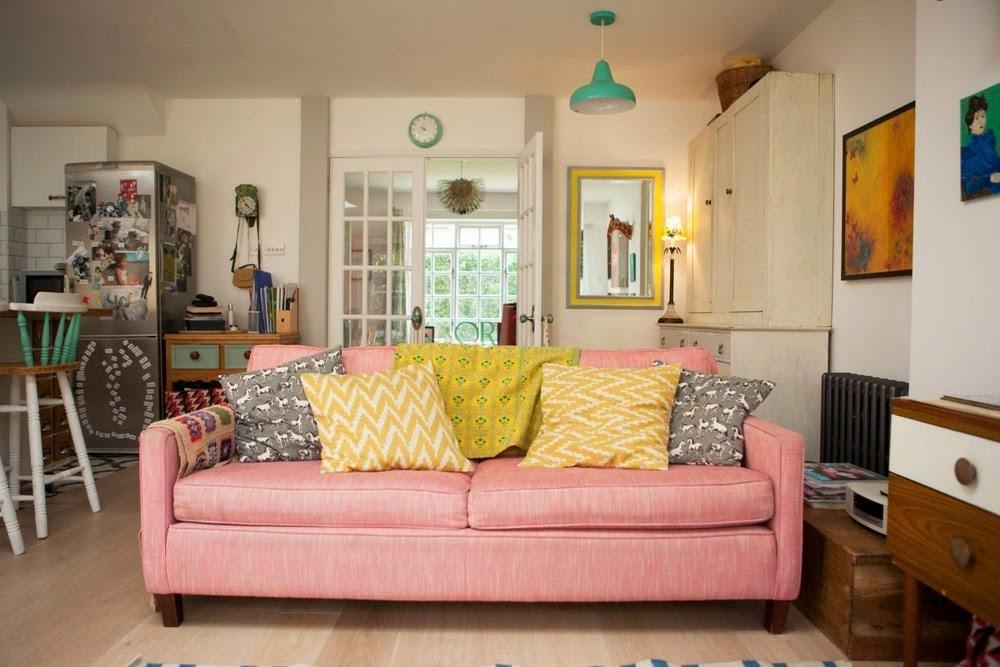 sofá rosa