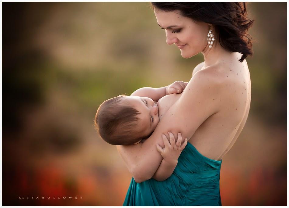 photo de Lisa Holloway représentant une femme allaitant son enfant