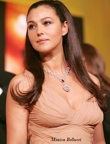 Monica Bellucci Breast Show Pic