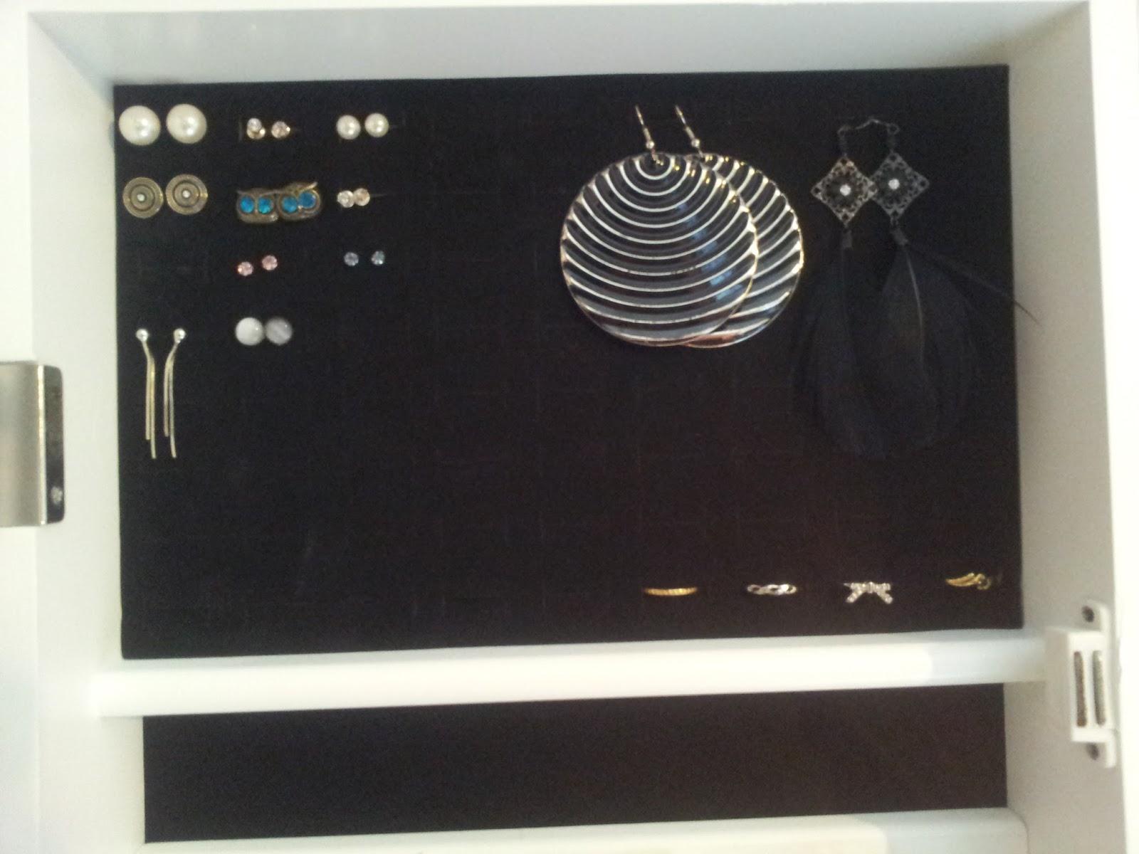Zoom sur mon miroir a bijoux casa lanantaize blog for Miroir rangement bijoux casa