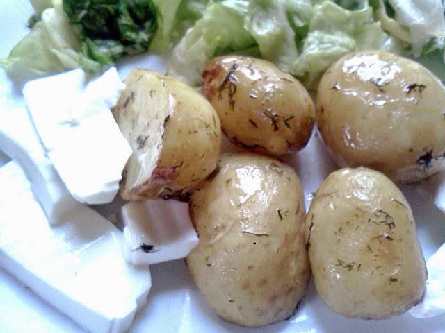 mladi krompir sa mladim sirom