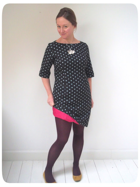 http://jo-sews-etc.blogspot.be/2013/02/my-february-polka-dot-frock.html