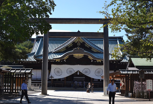 Tokyo, Japan, metropolis, temples, shrines, shinto, Buddhism, Buddhist, Buddha, tradition, Visiting, how to, guide, experience, incense, ema, Meiji Shrine, JR, metro, Sake, Sensoji Temple, pagoda, Thunder Gate, Kaminarimon, paper lantern, tori, Asakusa, Tennoji Temple, Yanaka Graveyard, buddha statue, Yasukuni Shrine, Zojoji Temple, Sangedatsu Gate,