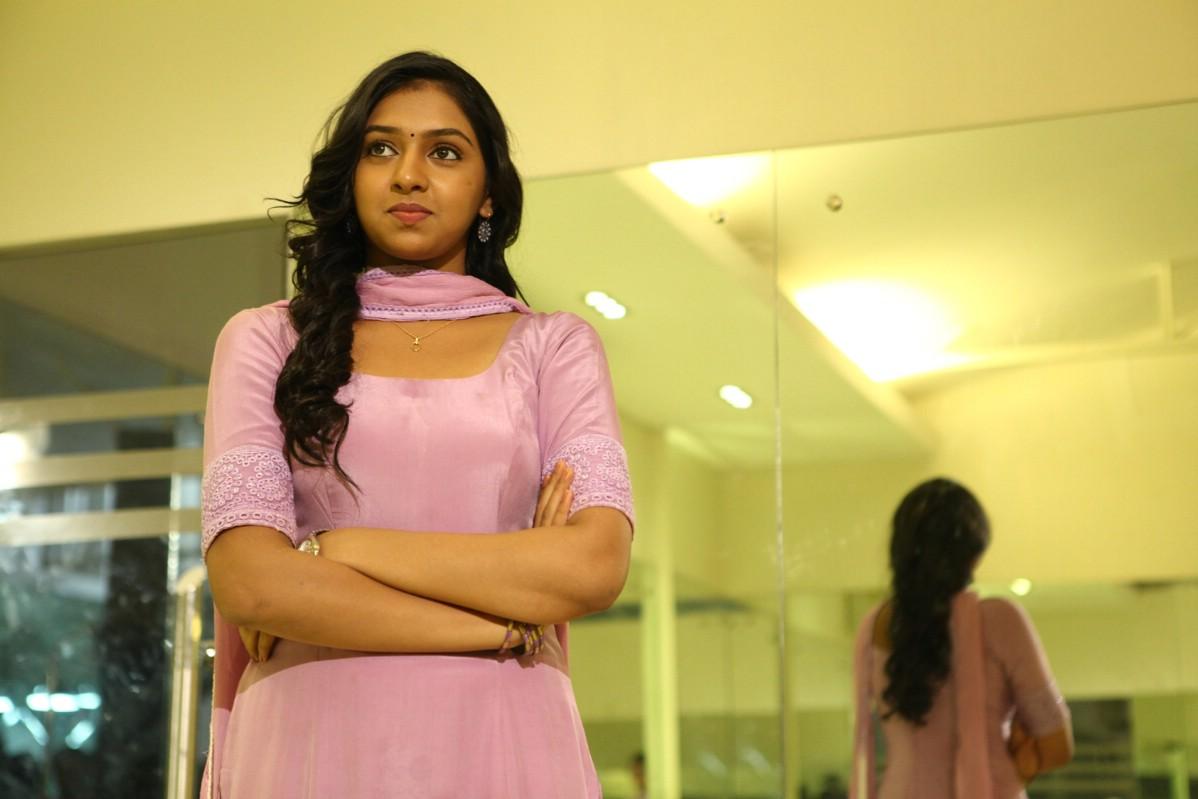 Tamil Hot Talks: Lakshmi Menon Unseen Hot Navel Photos Naan Sigappu Manithan Lakshmi Menon Kiss