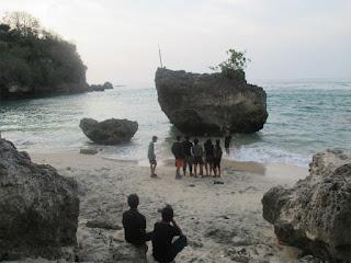 Tempat Wisata Pantai Padang Padang Bali