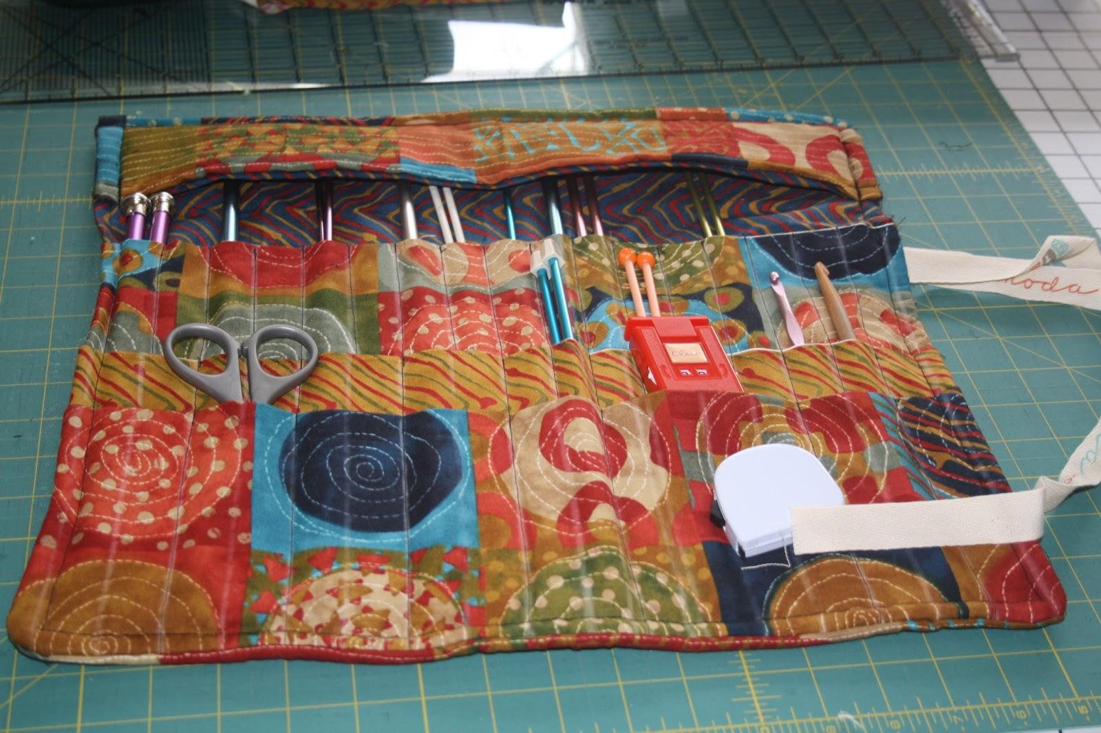 Sew And Tell Quilts: Knitting Needle Roll
