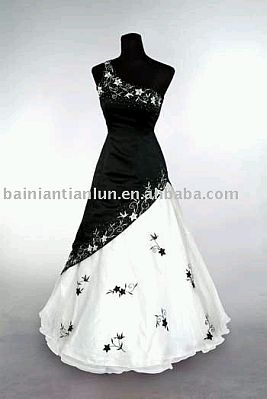 Black And White Wedding Gowns 21 Superb Wedding Dresses in White