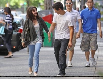 Taylor Lautner With Girlfriend