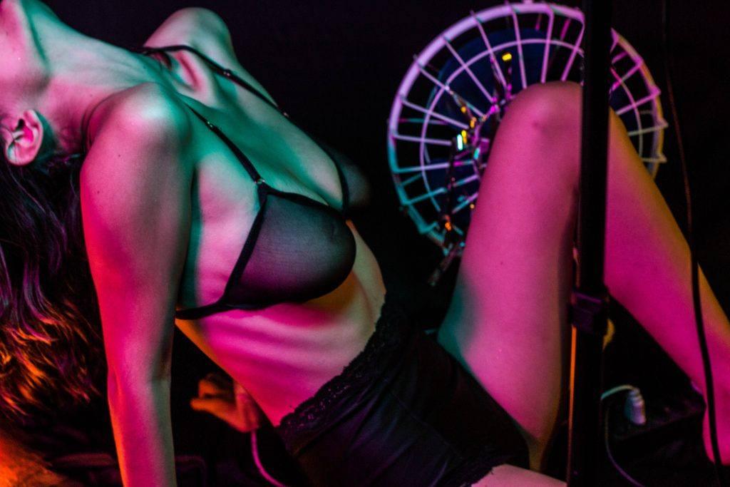 Cine As Escuras - mostra erótica de cinema acessível