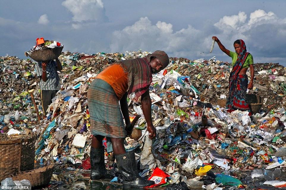 kutip sampah di bangladesh