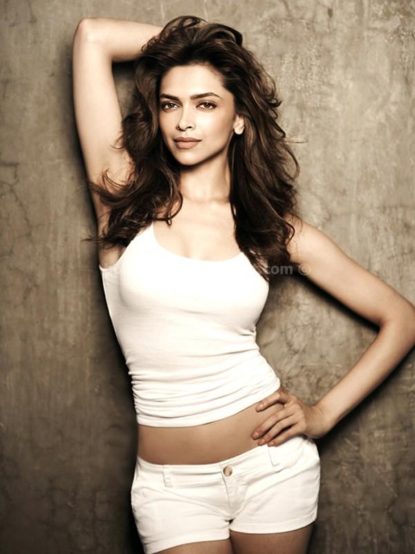 Deepika Padukone Hot Navel Show - Hot 4 Actress