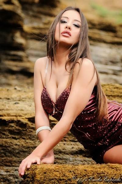 Pandora Tour, nuestra amiga de google plus. Morena, sensual, cachonda, le va la marcha y busca amigos ¿os apuntais?. Chicas guapas 1x2.