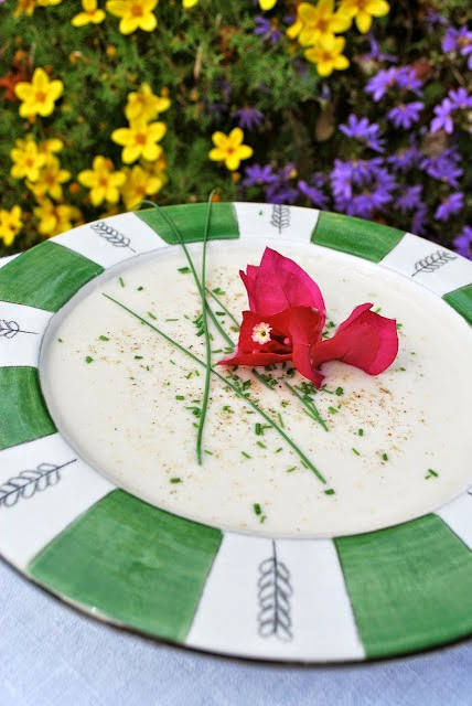Scrumpdillyicious: Creamy Cauliflower Soup with Gorgonzola & Chives