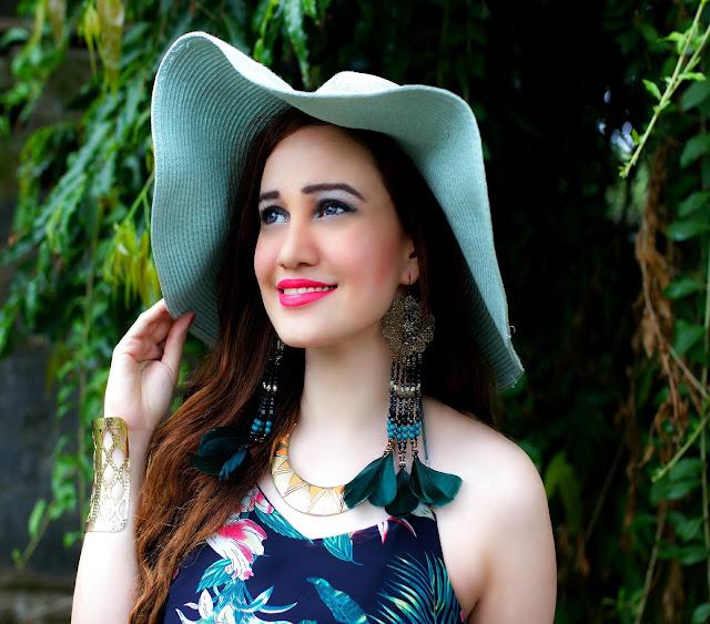VERO MODA Floral Top, Feather Earrings, Sun-Hat, Resort Wear