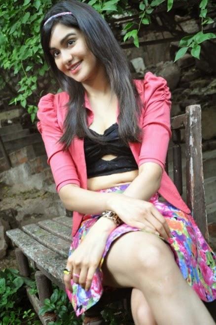 adha sharma cleavage