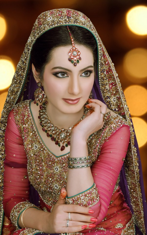 Pakistani brides bridal make-up fashion.