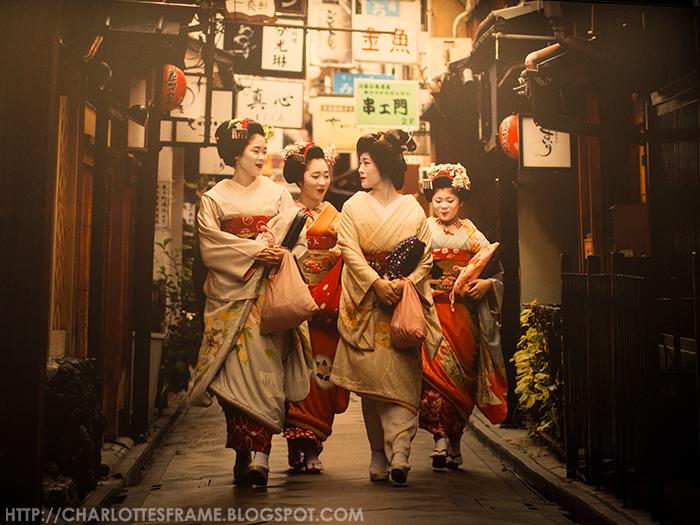 Picture of geisha walking in the street, geisha walking, geisha lopend in de straat