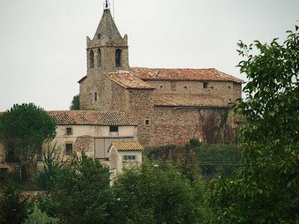 L'església romànica de Santa Maria de Vilanova des del Pont de Fusta