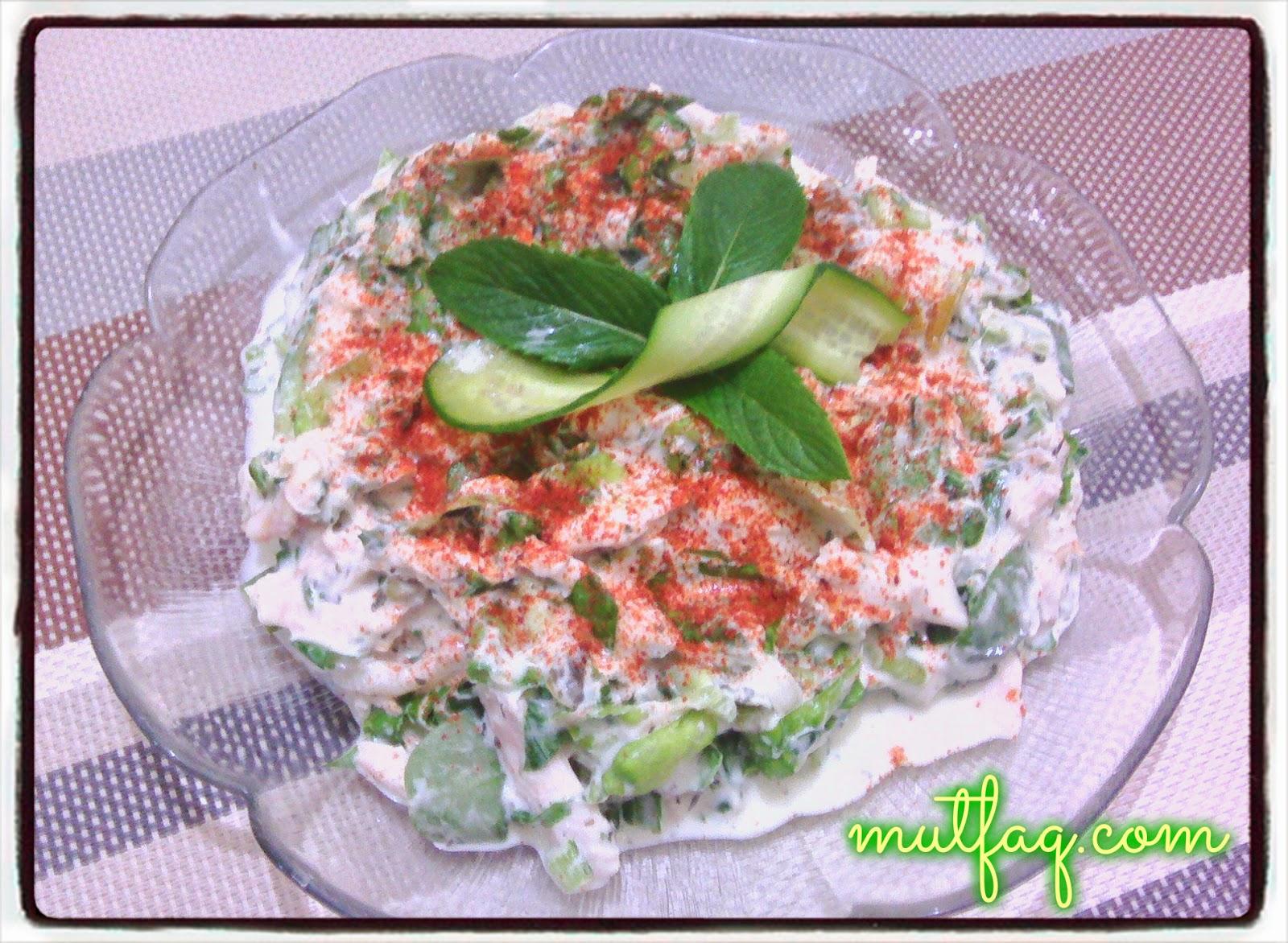 Füme tavuk göğsünden salata hazırlamak nasıl