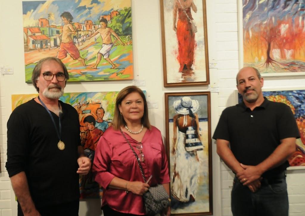 O grande vencedor da noite, Ademar Ferrari, a presidente da Soarte, Edith Sidi, e o Secretário de Cultura, Arnaldo Almeida