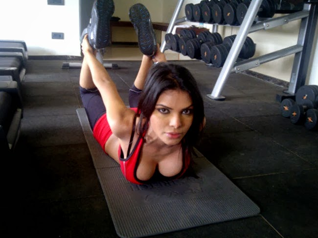 Mona Chopra exposing her hot size zero body and huge big cleavage while doing her workout in gym latest ass butt chicks cracks visible wardrobe malfunction upsirt sexy Unseen rare Hot Pics