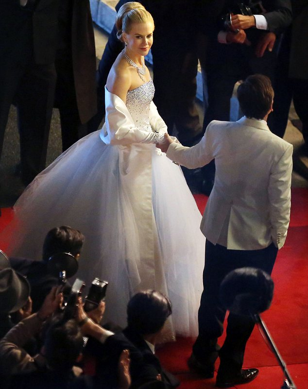 Celebrity News & Gossip: Nicole Kidman in White Gown VS Grace Kelly