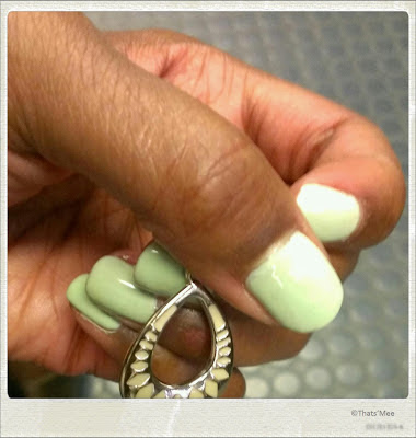 vernis à ongles vert Amande Défilé Bourjois So glossy laque vernis opaque pastel