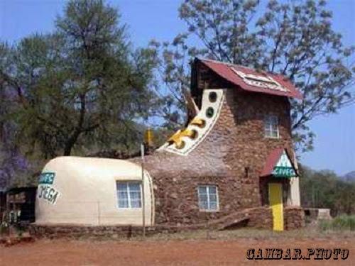 foto rumah dengan bentuk unik