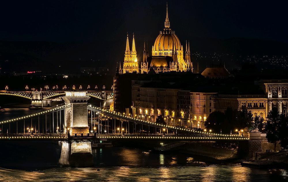 Chi viaggia impara immagini dal mondo ungheria u for Ponte del secondo piano