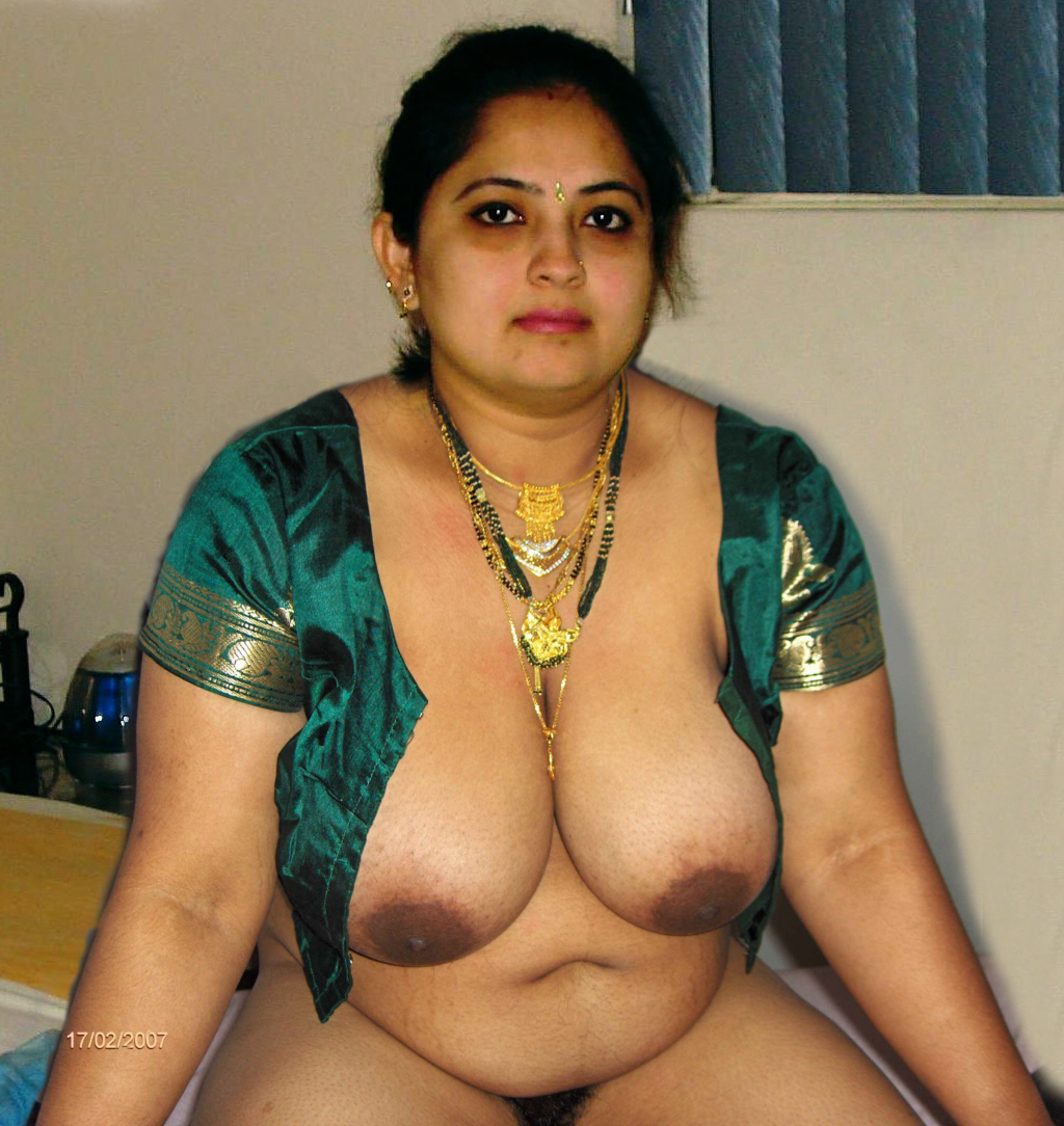 Indian aunty big tits
